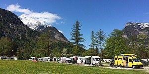 Campingwiese mit Wohnwagen am Campingplatz Park Grubhof