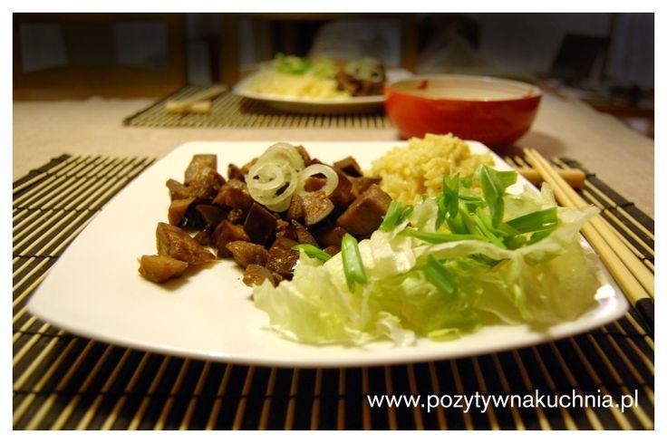 Słodki czosnkowy bakłażan - #przepis na bakłażana duszonego z czosnkiem w sosie pomidorowym  http://pozytywnakuchnia.pl/slodki-czosnkowy-baklazan/  #obiad #kuchnia #baklazan #czosnek
