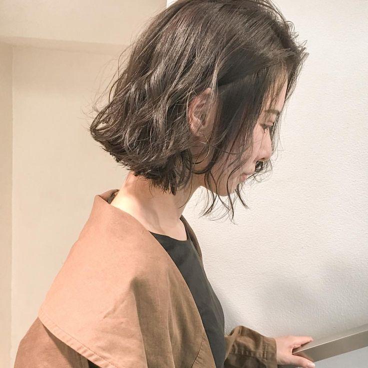 『ハンサムウェーブ』 抜け感と洒落感がでます . ライフスタイル 髪質に合わせたパーマスタイルなので、初めての方でも 相談しながら一緒に考えますのでご安心ください . ネット予約のメニューは13番をお選びください . 本日、明日の予約に空きはありますので是非☺️ . #パーマ #くせ毛風パーマ #抜け感 #洒落感 #大人可愛い #ヴィンテージファッション