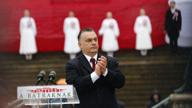 Ezt üzente a magyar válogatottnak Orbán Viktor - Fotó! http://ahiramiszamit.blogspot.ro/2016/06/ezt-uzente-magyar-valogatottnak-orban.html