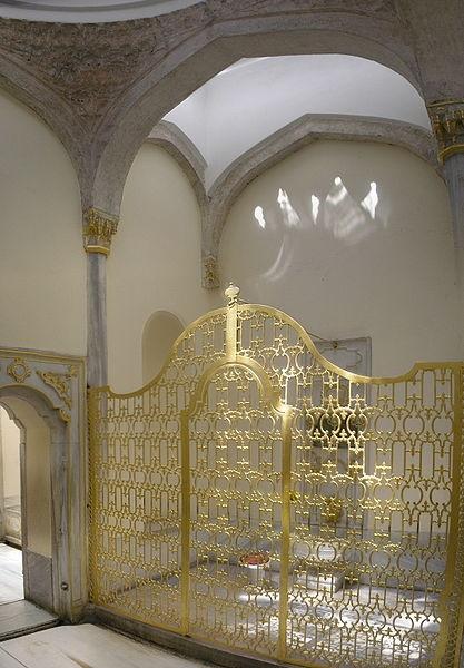 Palacio Topkapi, acceso fuente baño madre del sultan.-