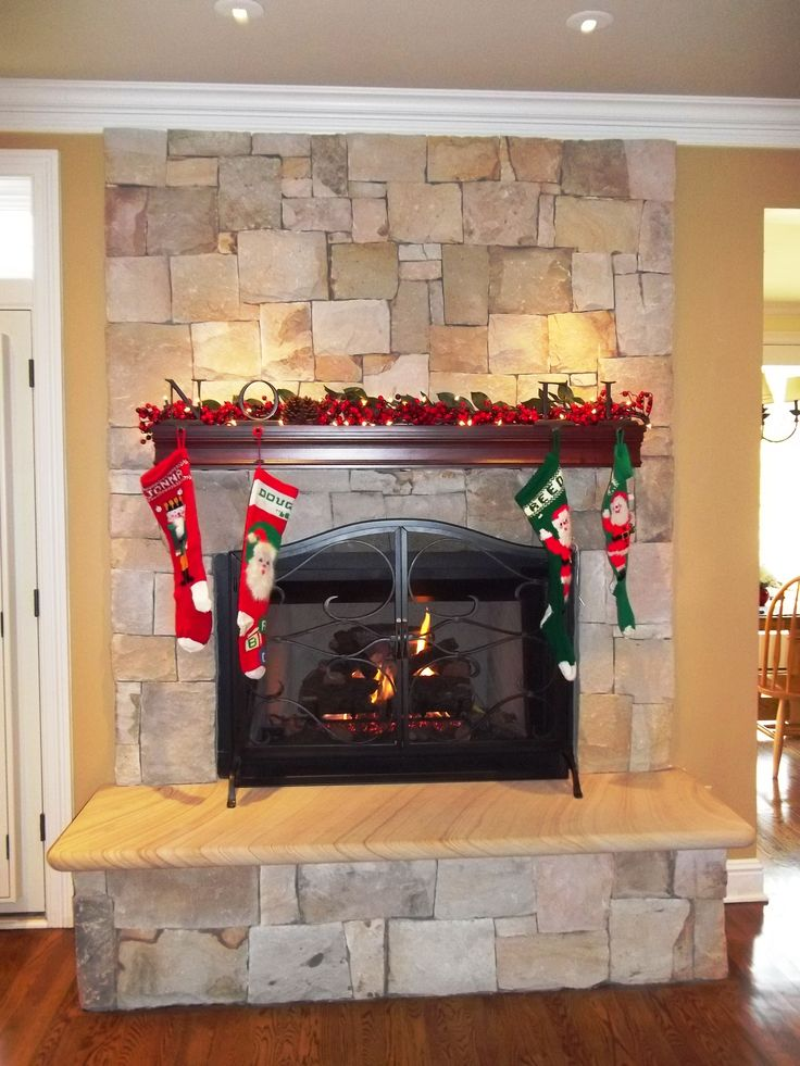 edgecliff ashlan sawn stone veneer fireplace with a variegated hearth