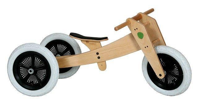 Wishbonebike hout - Hoe cool is dat, een driewieler loopfiets die met je mee groeit! Eerst een super stoere driewieler, dan een nog stoerdere tweewieler en tot slot maak je helemaal de blits met je grotere tweewieler. De Wishbonebike is geheel compleet voor al deze versies, je moet hem alleen even monteren, maar dat is zo gedaan. Deze 3 in 1 loopfiets heeft luchtbanden en is geheel vervaardigd uit hout, super degelijk en makkelijk te hanteren voor de kids. De Wishbone Bike komt uit Nieuw ...