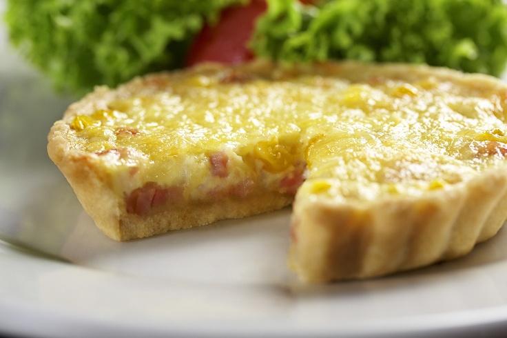"""El almuerzo ideal para este primer miércoles de febrero """"QUICHE DE DOS CARNES"""" de la @reposteriaastor    www.elastor.com.co"""