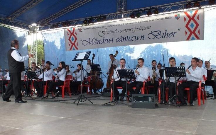 "Festival concurs de muzica populara ""Mandru-i cantecu-n Bihor"""