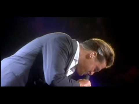 luis miguel-vivo-sabor a mi-la gloria eres tu. I want to have his children <3