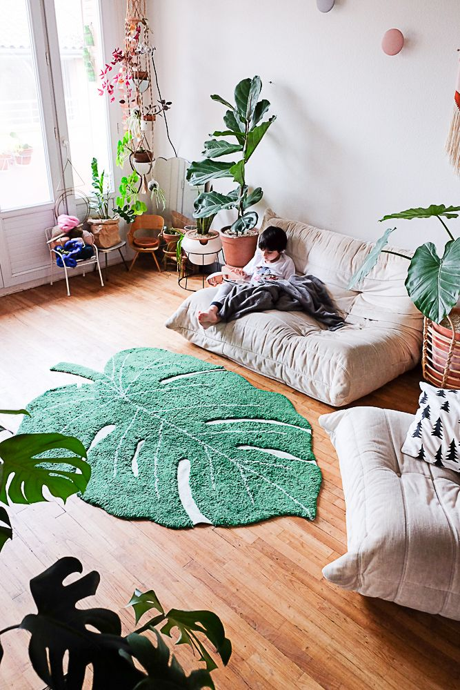 Monstera rug and plants at home by @morganefrimane