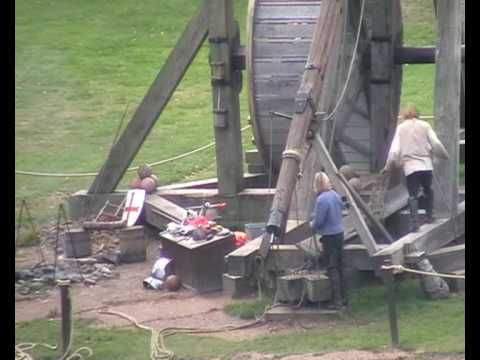 Warwick Castle Siege Engine, Worlds Largest trebuchet: Long Range, Castles Sieg, Scenes Info, Largest Trebuchet, Warwick Castles, Secret Tmf, Sieg Engine, Range Throw, Sieg Weapons