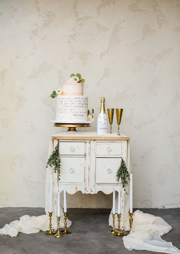 #champagne and wedding cake table @weddingchicks