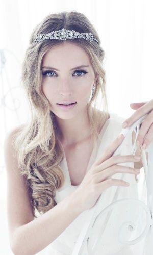 Tiara para noivas garante penteado charmoso; veja 50 opções para ...  mulher.uol.com.br