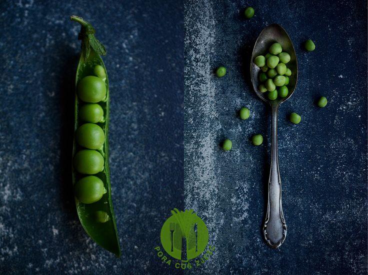 Food photography - peas on spoon.