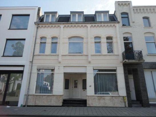 Akerstraat 47 - Een te moderniseren herenhuis op een van de mooiste locaties in Heerlen-centrum