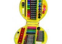 Setul contine 68 de piese:  10 carioci, 12 acuarele, pensula, creion, lipici, rigla, radiera, 10 creioane colorate, 10 creioane colorate cerate, ascutitoare, burete.  Manerul practic il face usor de transportat.  Dimensiuni cutie: diametru 30 cm. Jucaria/produsul se poate utiliza simultan de: 1-4 copii http://bebeart.ro/categorii/rechizite/193
