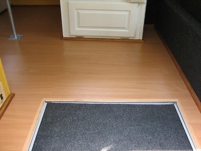 light  laminate floor and dark carpet... smart