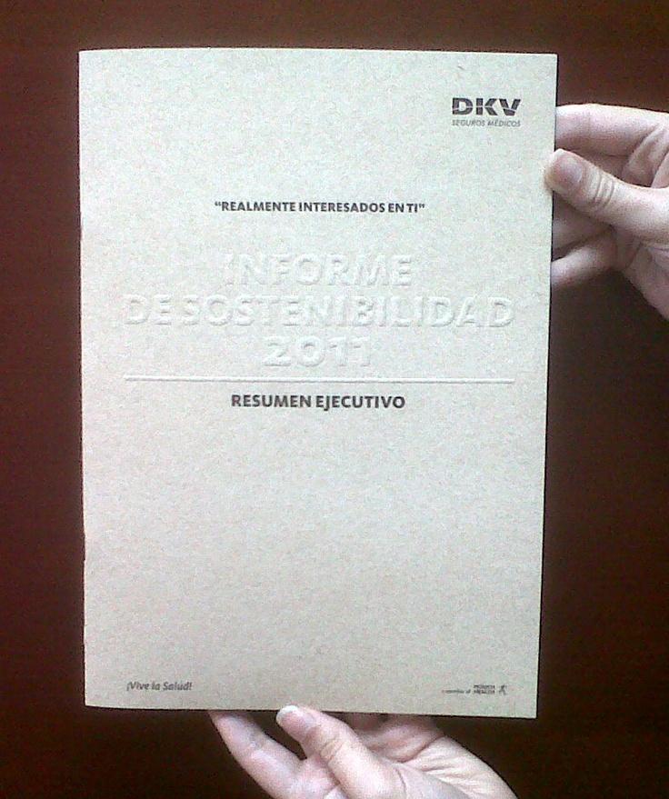 Informe de Sostenibildad 2011 de DKV Seguros en papel