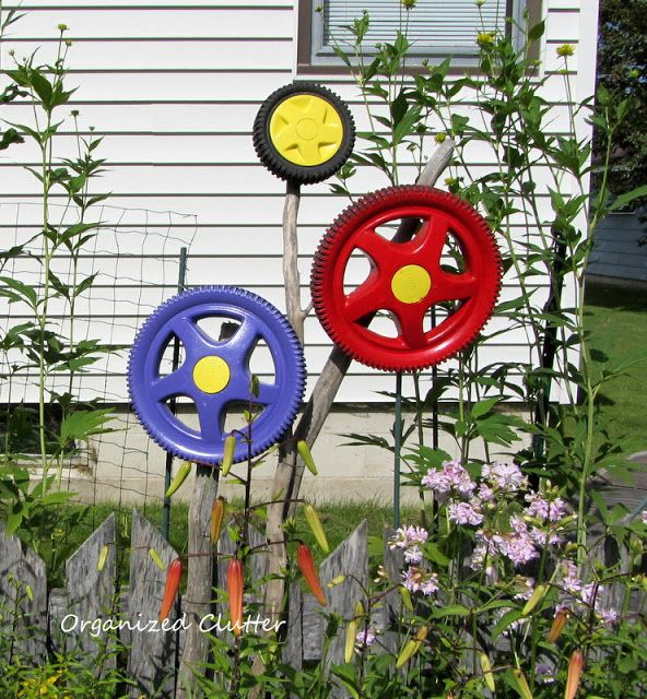 Yard of Flowers: Garden Tour 2013 - lawn mower tire flowers