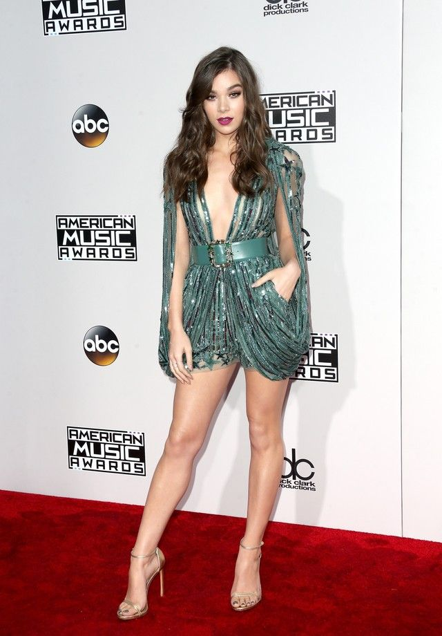 Hailee Seinfeld usa Elie Saab (Foto: Getty Images)