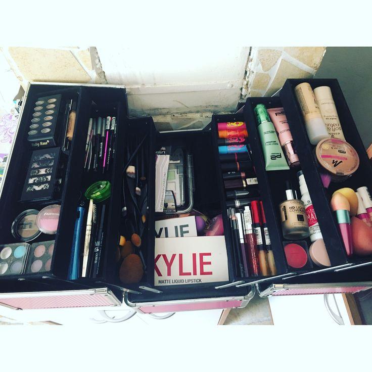 �� #makeup #schminke #koffer #makeupporn #catrice #essence #essencecosmetics #p2cosmetics #manhattan #manhattancosmetics #maybelline #kyliecosmetics #lavera #brushes #sponges #blush #mascara #eyeshadow #lipstick #lipgloss http://ameritrustshield.com/ipost/1539711172760375438/?code=BVeJydlFRCO