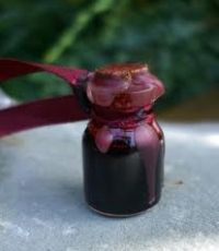 Home-made ink    Home-made ink    How to make your own (magickal or crafty) inks and oils    http://www.mookychick.co.uk/how-to/diy-arts-and-crafts/how-to-make-your-own-magickal-inks-and-oils.php#