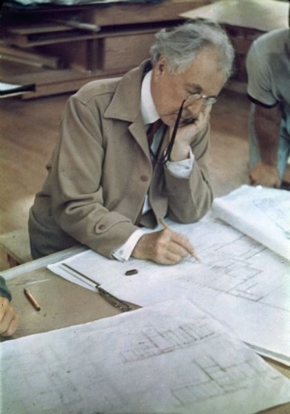 Frank Lloyd Wright  https://www.pinterest.com/0bvuc9ca1gm03at/
