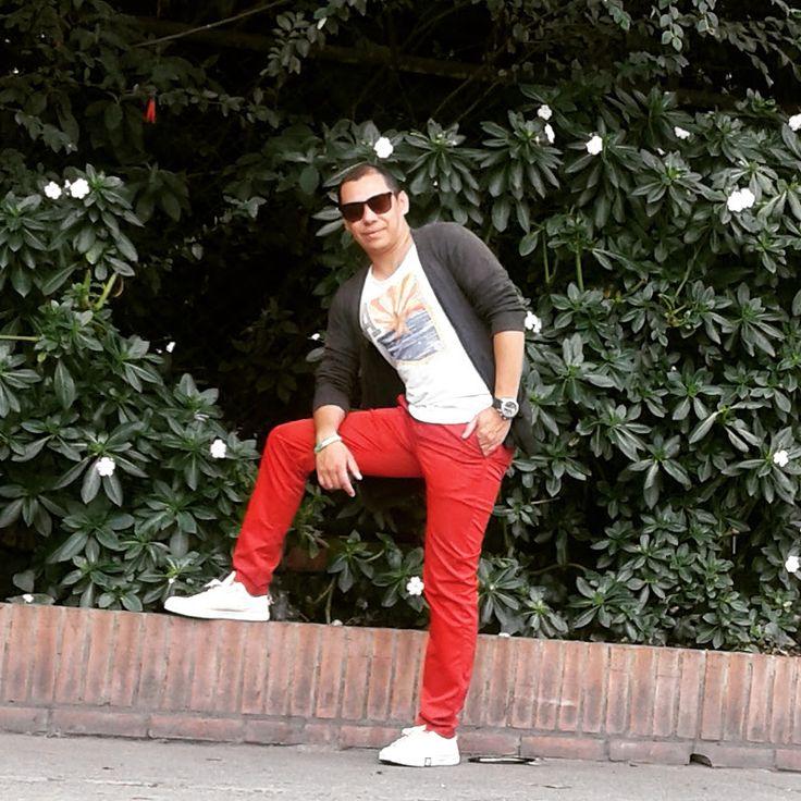Comienzo con Estás palabras ¡¡ LA MODA SOY YO!!. Hoy con un outfit de viernes sencillo camiseta cuellos redondo, pantalón de drill y tenis. Feliz fin d... - Juan Vanegas P.S - Google+
