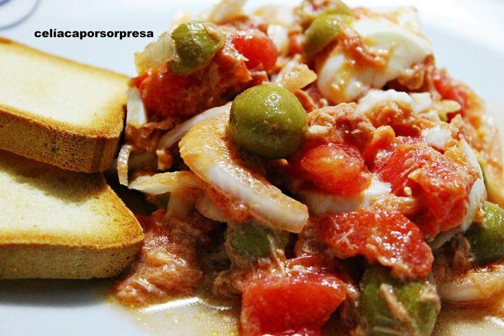 Ensalada murciana de tomate, atún, huevos, cebolleta y aceitunas