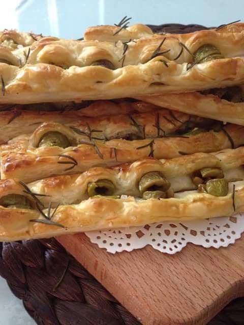 Grissini di sfoglia con olive