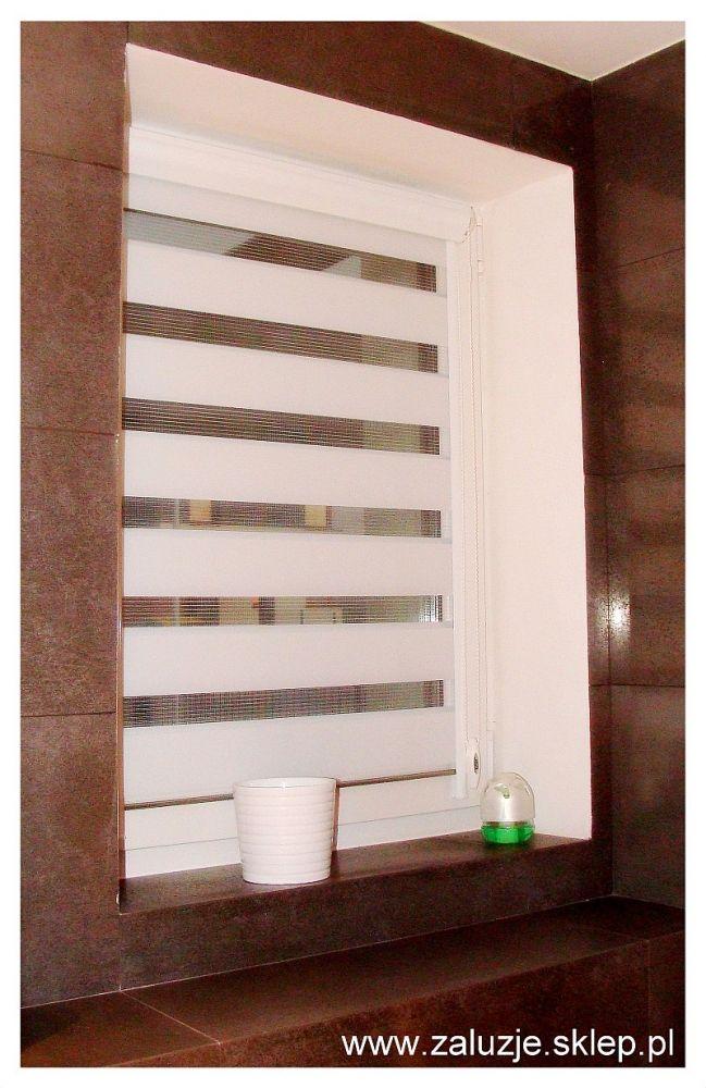 Czy jest jakiś uniwersalny kolor osłon okiennych, który pasować będzie do każdego mieszkania, do każdego wnętrza? Niegdyś we wszystkich mieszkaniach mogliśmy zobaczyć aluminiowe żaluzje – to był właśnie taki uniwersalny wybór. Dzisiaj oczywiście aluminiowe żaluzje także są wybierane przez klientów, ale nie są to już żaluzje o kolorze aluminium, a barwione na różne kolory – na przykład żaluzje czerwone. Bardziej uniwersalnym wyborem wydają się być rolety czy plisy w kolorze białym lub ecru.