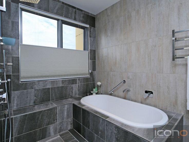 #iconobuildingdesign #greybathroom #bathtub