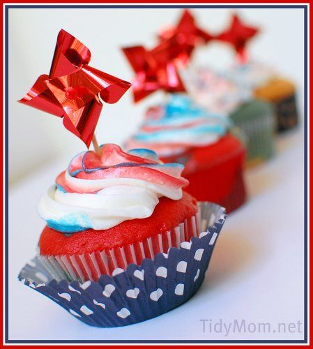 Love these red, white and blue cupcakes by @tidymom: July Cupcakes, Blue Cupcakes, Red White Blue, Blue 4Th Of July, Independence Day, Independenceday, Cupcakes Rosa-Choqu, White Frosting, Red Velvet Cakes
