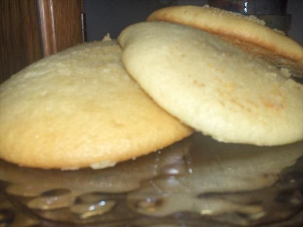 Amish Sugar Cookies 4 large eggs , beaten 3 c. white sugar 2 c. vegetable oil 2 c. buttermilk 2 t. baking soda 6 c. all-purpose flour 1 1/2 t. salt 2 T. baking powder 3 t. vanilla extract Preheat oven to 400°F. In a large mixing bowl, cream together; eggs, sugar,& oil.Add buttermilk, baking soda, salt, baking powder.Gradually beat in flour,& beat until mixture is smooth.Let the batter sit for about 5 min.Bake at 400° for 7-8 min.