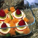 Ananas, mela e kiwi sono i protagonisti di queste gustose torrette: leggi la ricetta su Sale&Pepe e scopri come accompagnarle con ghiaccioli al melone.