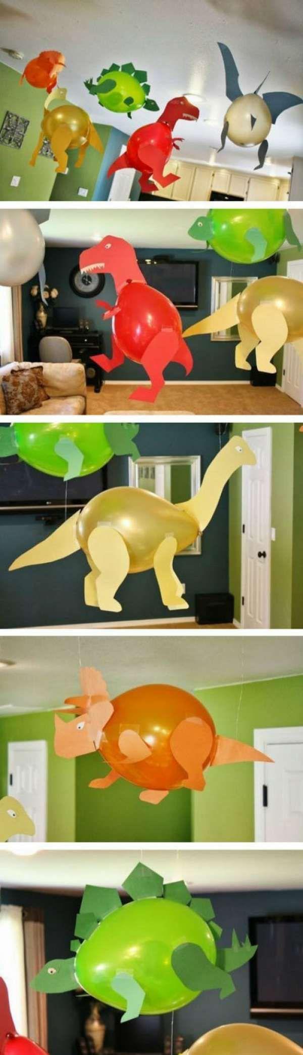Dinosaures avec des ballons multicolores.  15 Créations amusantes pour les enfants qui aiment les animaux