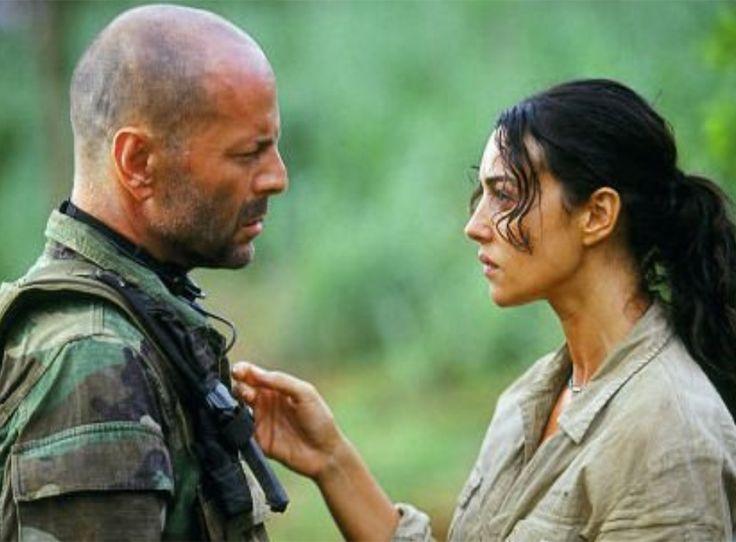 """Bruce Willis y Monica Bellucci en """"Lágrimas del..."""