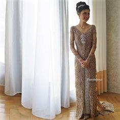"Vera Anggraini on Instagram: ""@renandasonnia ... #weddingday #wedding #kebaya #pengantin #lace #beads #swarovski #bride ___ Make up : @petty_kaligis Hair do : @woko_s Dress : @verakebaya ___"""