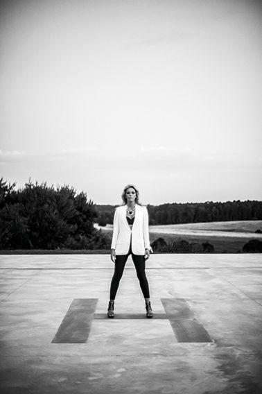 """""""Lo que a mí me divierte es crear algo diferente y jugar. No uniformarme."""" Anita Alvarez de Toledo fotografiada por José Pereyra Lucena"""