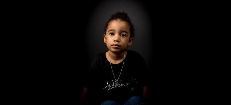 Le tee-shirt pour enfants. Photo: Naskademini Make-up: Mindy Shear