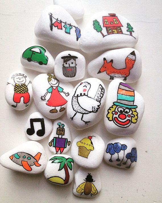 Material: Weiße Marmor Steine mit schönen Schimmer. Steine sind ca. 3-6 cm hoch Set beinhaltet 15 Steine.  Handgemalt mit sicheren Farbe und bedeckt mit Lack Bild vor Kratzern zu schützen.  Die Menge der Steine kommt in einem Baumwoll-Sack.  Alle meine Geschichte-Steine sind mit meinen eigenen zwei Händen bemalt. Ich verwende keine keine Schablonen oder Briefmarken. Jeder Stein ist so einzigartig und unvollkommen. Ich bemühe mich, die Qualität der Arbeit zu produzieren und hoffen, dass Sie…