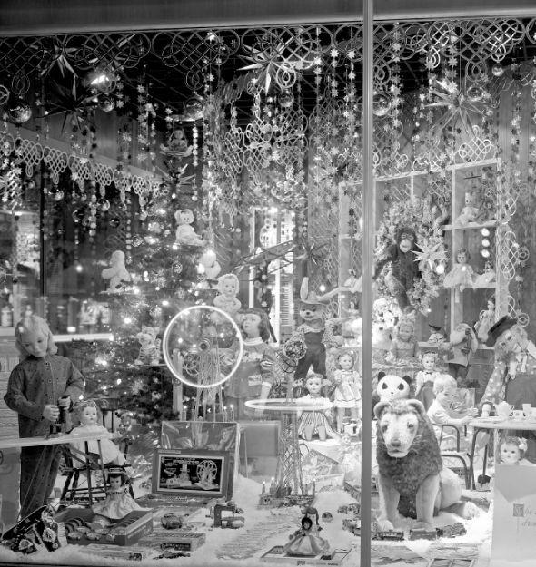 1950s Dayton's Christmas Window Display. I want the lion.
