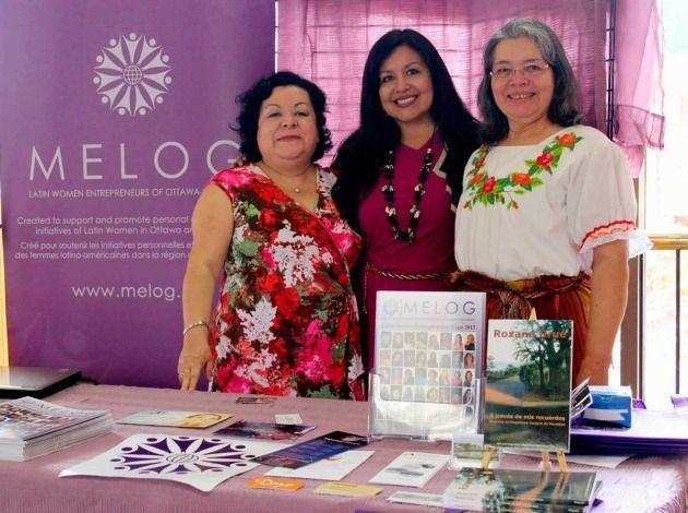 Magdalena Canjura de Morataya, Elena Alvarado y Carmen Chaman, miembros de la Red de mujeres emprendedoras latinas de Ottawa y Gatineau en la presentación del libro «A través de mis recuerdos».