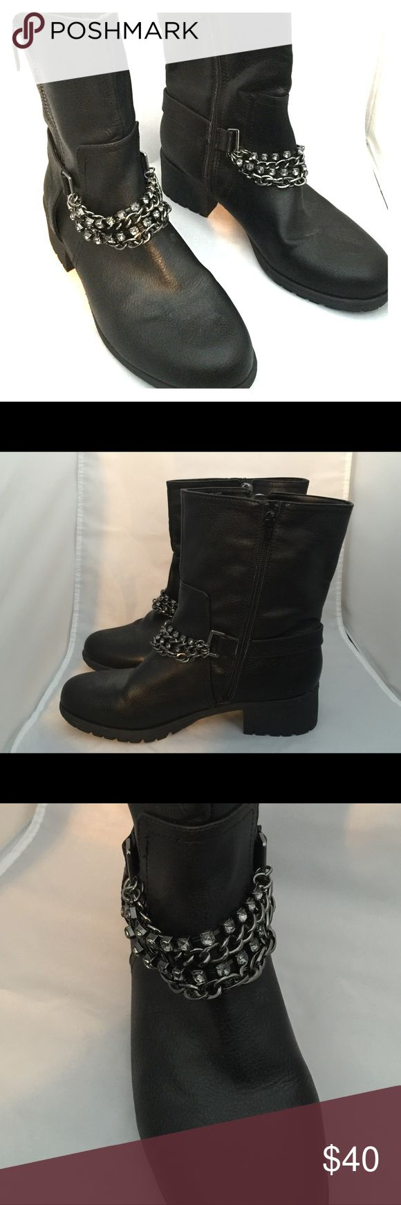 Vera Wang Black Moto Boots with Chain Detail These are like new Vera Wang black moto boots. They come up past the ankle with chain and rhinestone detailing. There is a zipper detail on the outside and a wear zipper on the inner side of the boot. They have minimal wear on bottom of boot since they have only been worn one time. Simply Vera Vera Wang Shoes Combat & Moto Boots