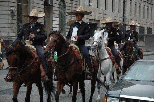 L'Aztèque - L'Aztèque pendant un défilé