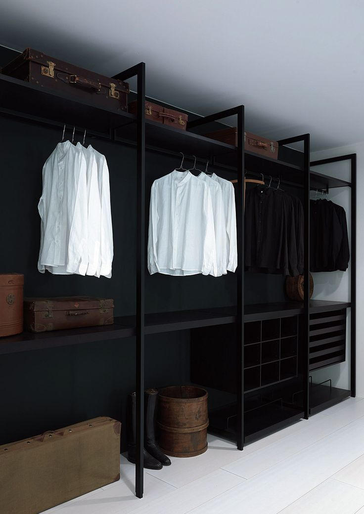 Walk-in #wardrobe STORAGE by Porro | #design Piero Lissoni, Centro Ricerche Porro #bedroom #closet