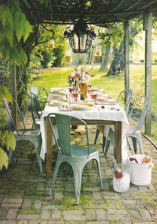 .: Alfresco, Outdoor Dining, Al Fresco Dining, Vintage Chic, Chairs, Dinners Parties, Porches, Gardens Parties, Outdoor Spaces