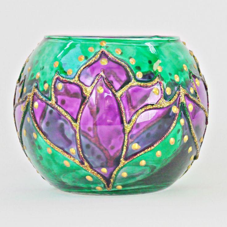 Vaso em vidro, pintado a mão com técnica vitral. Tamanho 8X10cm Ref. 0192 #vitral #espiritualidade #religiao #esoterica #mandala #artesanato #luminarias #lamparinas #portavela #vidro #portaincenso #incenso #incensario #mobile #amoartesanato #designinteriores #artesanato #artesa #presentes #pinturaemvidro #decoracaocriativa #ideiacriativa #feitoamao #glass #stainglass