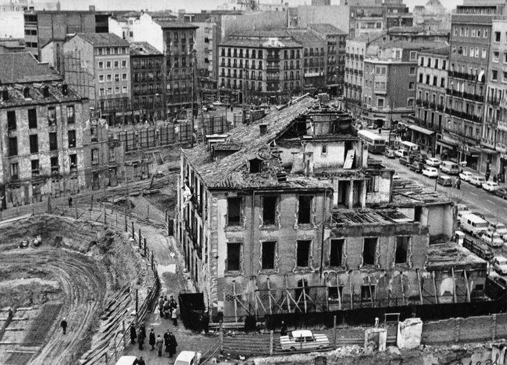 1972 Derribo del Barrio de Pozas, en la esquina de las Calles de la Princesa y Alberto Aguilera