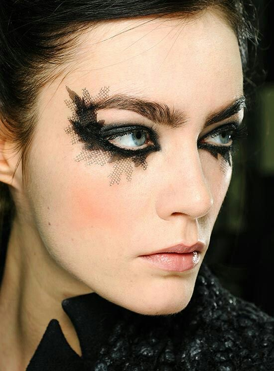 Call Me Crazy, But I Like the Exaggerated Eye at Chanel Spring 2013 Couture