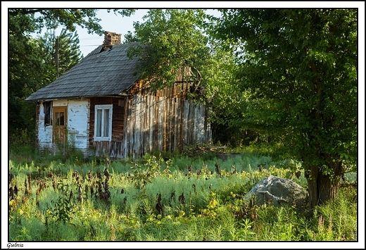 Gielnia - opuszczony dom z początków XX w. w porannym brzasku....