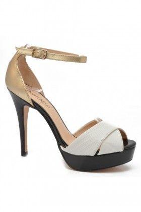 Divatos fekete-arany színű Montonelli női magassarkú, <br /> dupla csatos bőr szandál.<br /> Szoknyával és nadrággal egyaránt viselhető.<br /> Bármely korosztály számára kitűnő választás.<br /> <br /> A platform magassága: 2 cm.