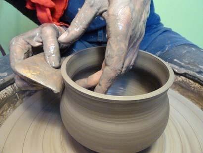 -Anne Berthelot-  *apprendre à tourner une céramique  -Atelier Noix de Terre animé par Anne Berthelot-